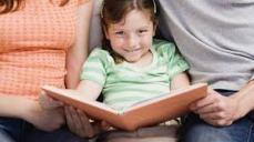 voorlezen_meisje_tussen_ouders